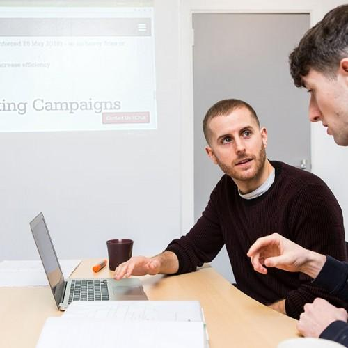 Smart Projektionsfarbe für Beamer Meetings Meetingraum
