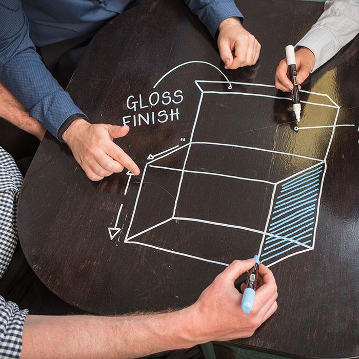 Smart Whiteboard Farbe Transparent auf Tisch