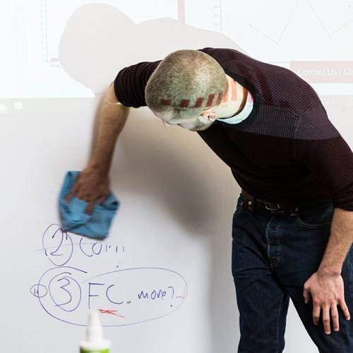 Smart-Whiteboard-Leinwandtapete-Reinigung-buro-design