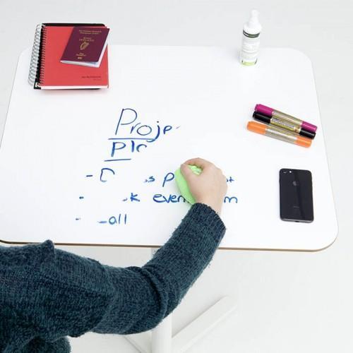 Smart Whiteboardfolie selbstklebend auf Tisch mit Zubehör