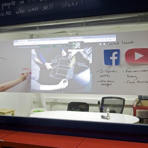 Smart Magnetische Whiteboard Beamer Tapete im Meetingraum alle Funktionen