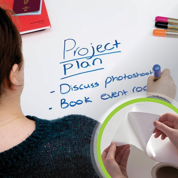 Smart Whiteboard Folie Weiß auf Tisch Produktbild Kombination
