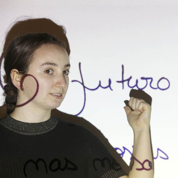 Bild-projiziert-auf-Smart-Leinwandfarbe-Wand-Projektionsflaeche
