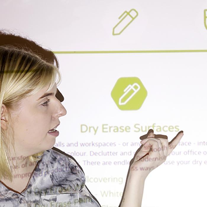 Praesentation-auf-Smart-Leinwandfarbe-Wand-Projektionsoberflaeche-Projektionsbildschirm-Farbe
