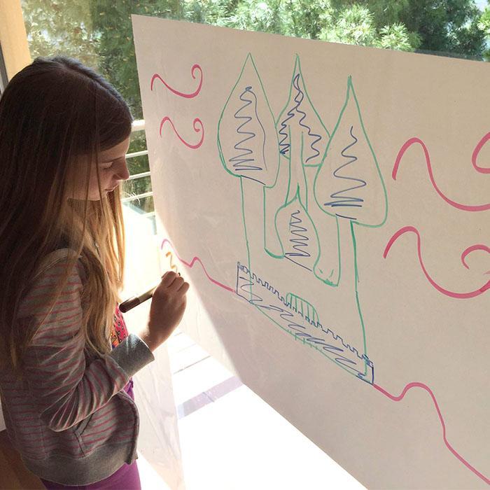 Smart Whiteboard Sheets Wandaufkleber auf Fenster in der Schule zum Malen