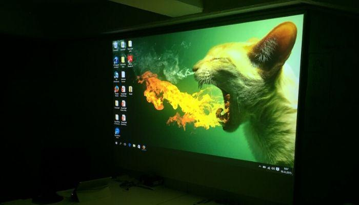 Projector-paint-pro-surface-quality-image-wall